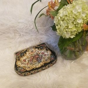 Adorable, VINTAGE, floral clutch!!